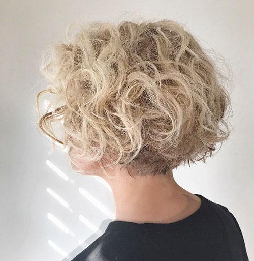 Medium Wavy Hair